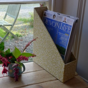 Magazine Holder - Lily Leaf Gold