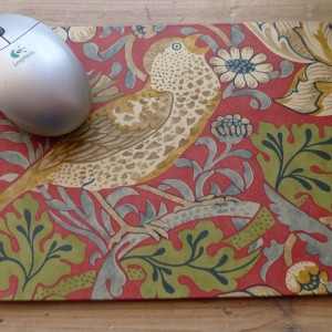 Mousemat - Strawberry Thief Red